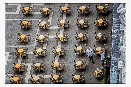 Vista aérea das mesas na Praça de São Marcos